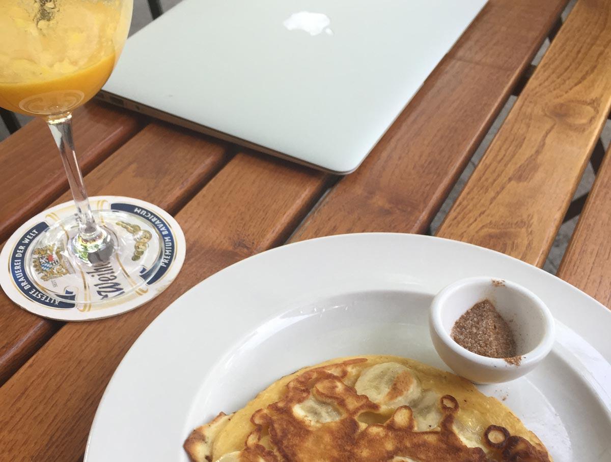 Pfannkuchen und Macbook